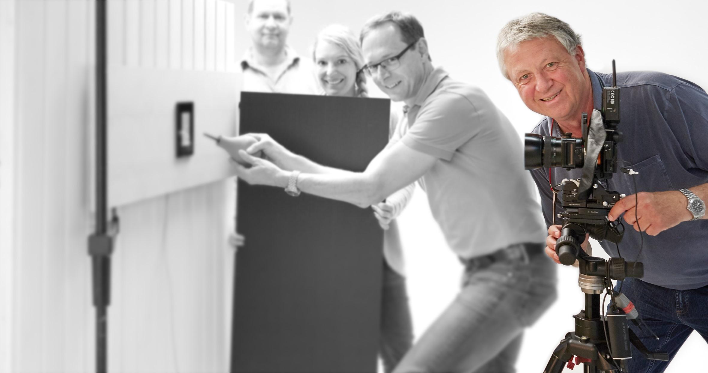 Fotograf Hannes Resch bei einem Kunden